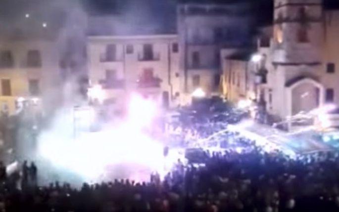 Foto fuochi artificio in Piazza Carini