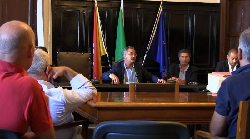 TaRi Carini i commercianti in protesta al Palazzo Comunale