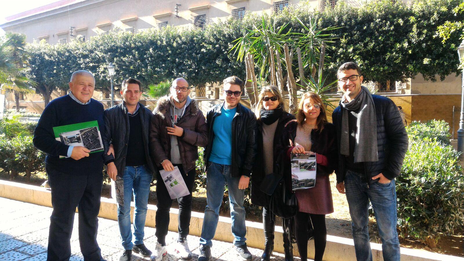 I consiglieri Puccio, Ventimiglia, Caponetti, Militello, Galati, Ventimiglia e Giliberti durante una protesta a Villa san Giuseppe a Terrasini