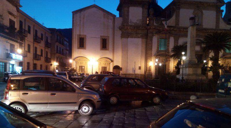 Piazza_parcheggi-sera