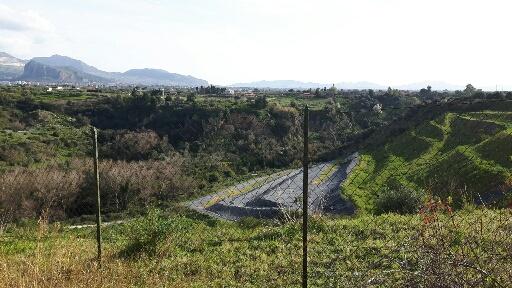 Discarica abbandonata rifiuti Paterna Zucco