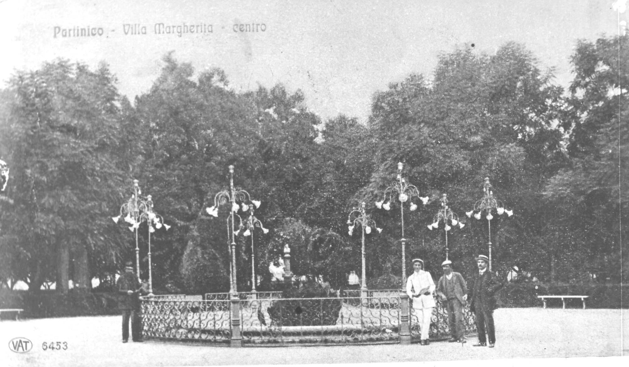 Partinico. Arredo Liberty della Villa Comunale. Foto tratta dal blog casarrubea.wordpress.com