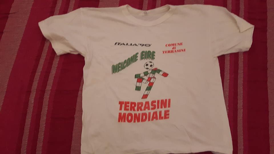 La maglia dei mondiali Italia '90 a Terrasini